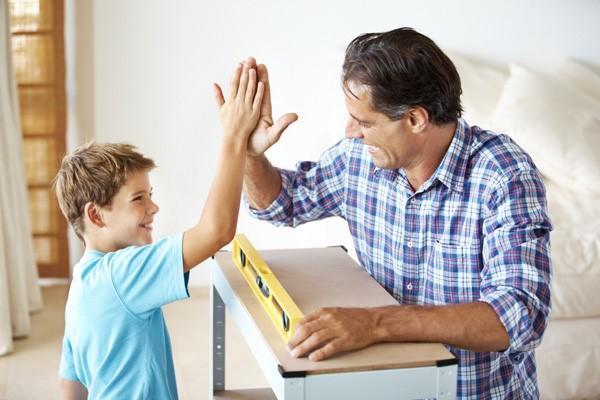 đưa cảm nhận thực tế của bố mẹ để khích lệ con cái