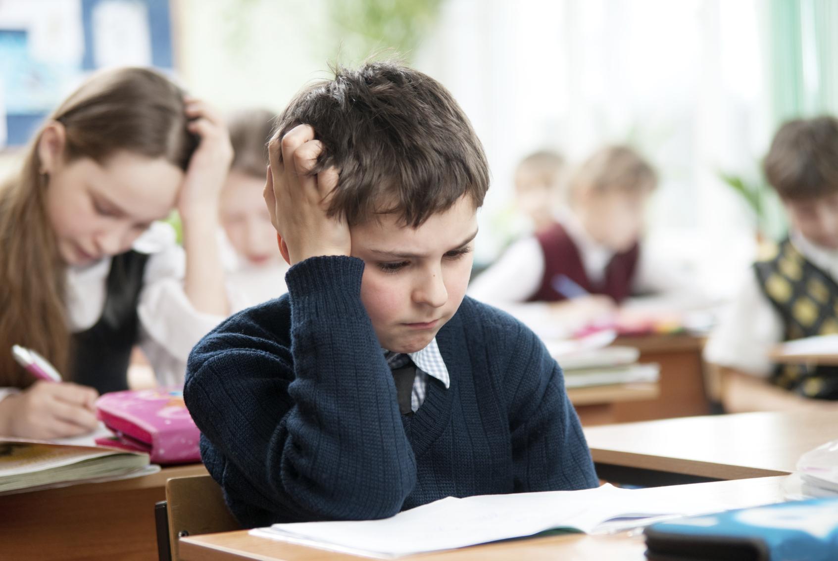 Những kỳ thi quan trọng đã đủ khiến trẻ bị stress rồi. Tiếp nhận thêm nhiều thông tin khác sẽ càng gây áp lực và giảm ý chí, dễ phân tâm và không tập trung ôn luyện tốt