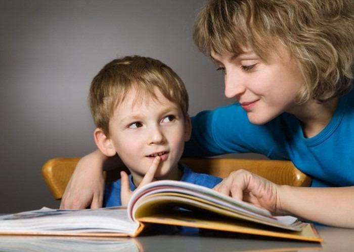 cha mẹ nên cùng con đọc sách thường xuyên